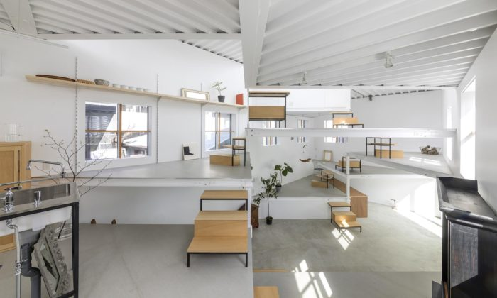 Tato Architects postavili vjaponské Ósace dům sprolínajícími sepodlažími