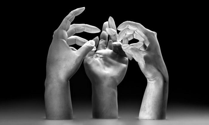 Martin Janecký vystavuje vPraze své expresivně realistické sochy ze skla