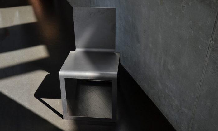 Studenti produktového designu naČVUT navrhli židle asezení doexteriéru