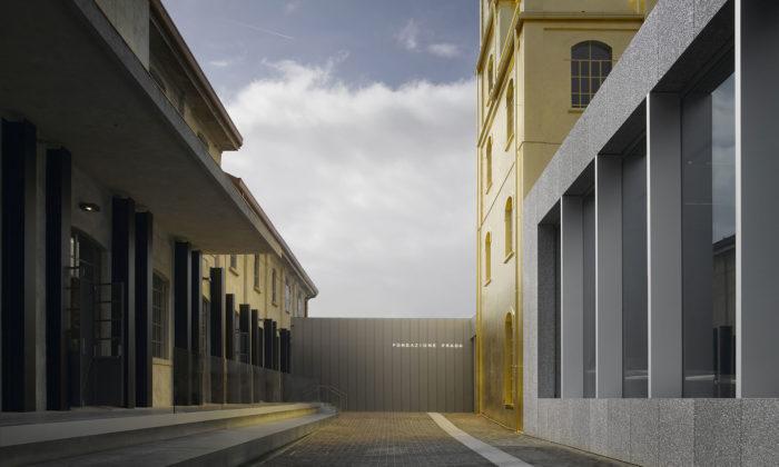 V Miláně přestavěli sto let starou palírnu ginu namuzeum Fondazione Prada