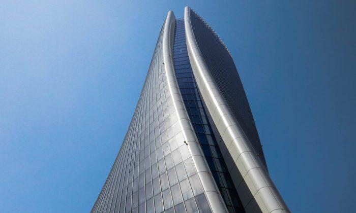Miláno dokončilo zkroucenou věž Generali Tower podle návrhu Zahy Hadid