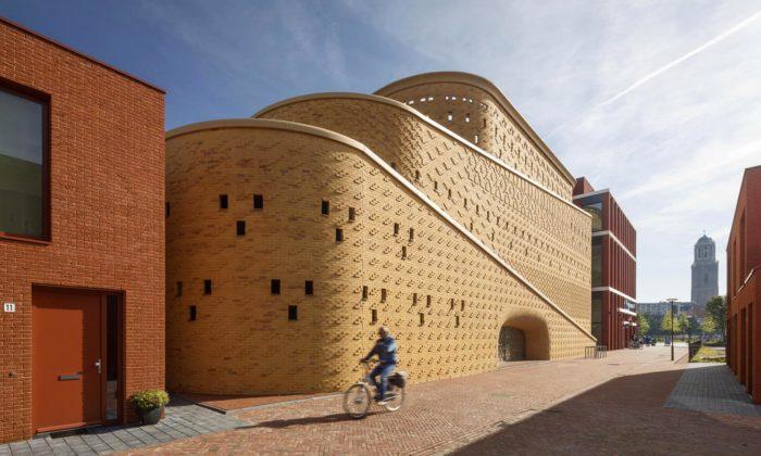 Nizozemské město Zwolle si postavilo parkovací dům jako hrad zpísku