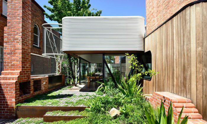 V Melbourne renovovali amoderně rozšířili starý terasový dům zroku 1850