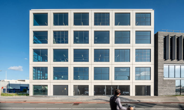 MVRDV postavilo vAmsterdamu minimalistický Salt zbetonových kostek