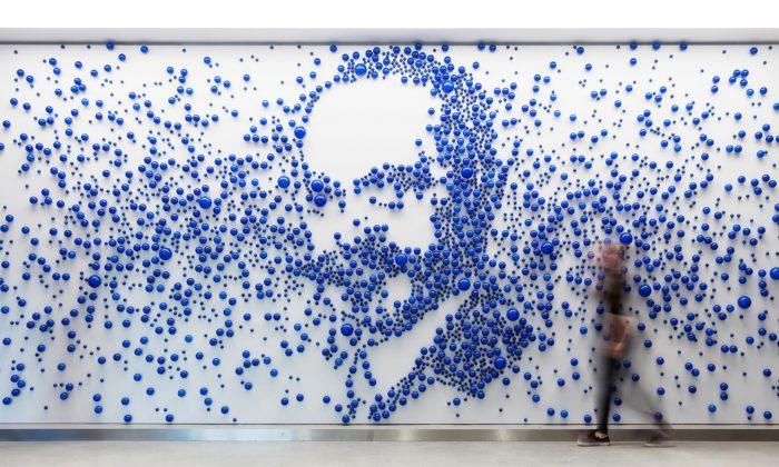Maxim Velčovský aLasvit vytvořili čtyři portréty ztisíců skleněných bublin