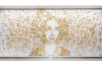 Instalace od Maxima Velčovského a značky Lasvit pro Butterfly Business Center v Karlíně