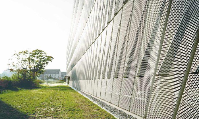 Švýcarští architekti zateliéru AGPS vystavují vPraze bytové iparkovací domy