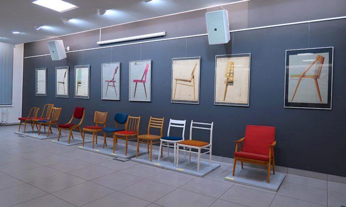 Otrokovice vystavují Anonymní ohýbaný nábytek včetně slavné židle 14
