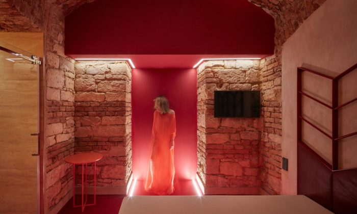 Lenka Míková navrhla pražský podzemní hodinový hotel Relax Underground