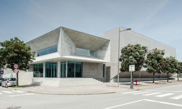 Valdemar Coutinho postavil naseveru Portugalska brutalistické sportoviště