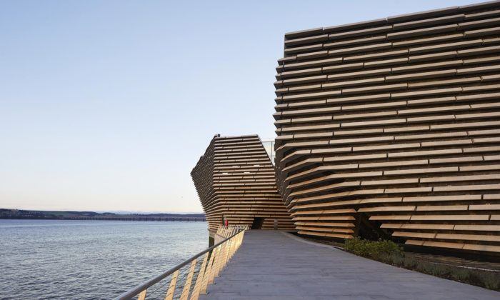Skotsko otevřelo design museum Dundee navržené Kengo Kumou vetvaru skalních masivů