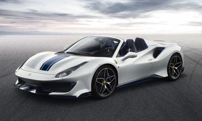 Ferrari představilo sporťák 488 Pista Spider bez střechy