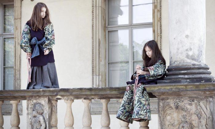 La Femme MiMi navrhla podzimní kolekci sčástmi gobelínů avýšivkami