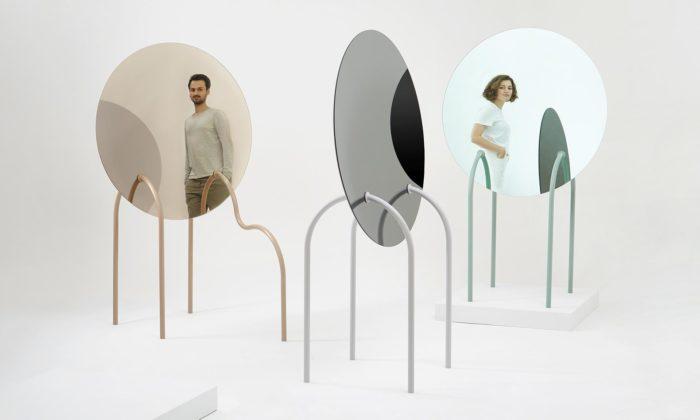 Terezie Lexová aŠtěpán Smetana navrhli volně stojící zrcadla Mirror Stage