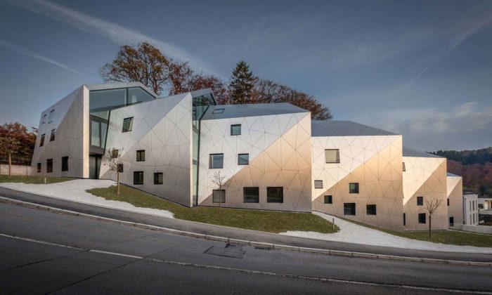 V Lucembursku postavili šest moderních řadových domů s15 luxusními byty