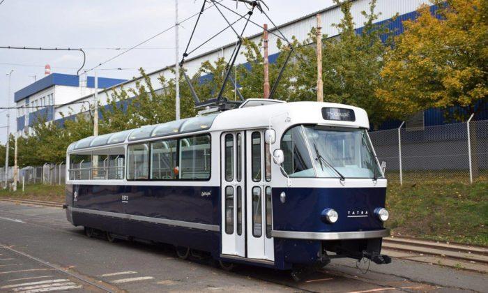 Praha má novou speciálně upravenou výletní tramvaj T3 Coupé