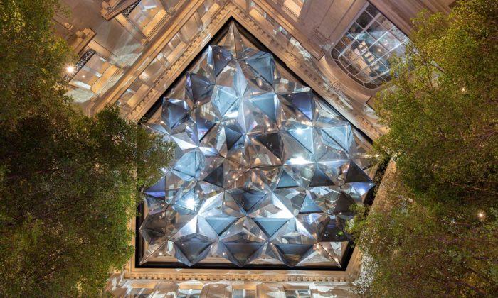 Apple otevřel obchod naChamps-Élysées sobrovským kaleidoskopem nad nádvořím