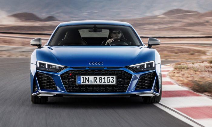 Audi dalo drsnější design alepší výkon sporťáku R8 ijeho otevřené verzi Spyder