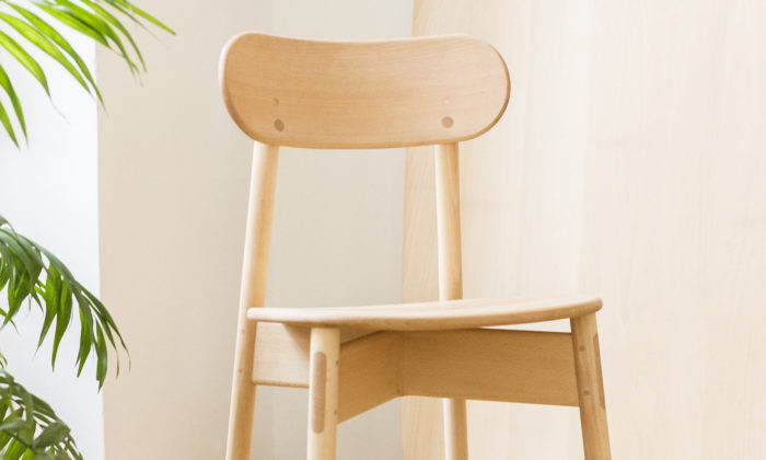 Filip Krampla navrhl kolekci nábytku Sokui lepenou rýžovým lepidlem