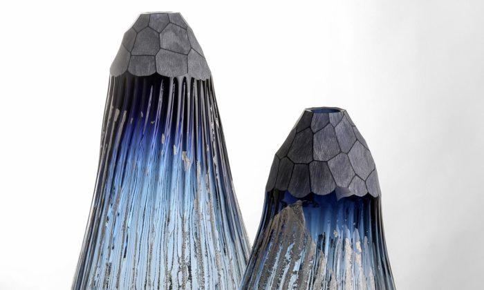 Josef Divín vystavuje vPraze skleněné nádoby aobrazy sestopami krajin