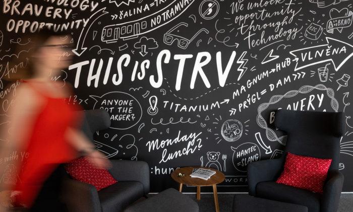 STRV otevřelo vBrně nové kanceláře vefiremních černých ačervených barvách