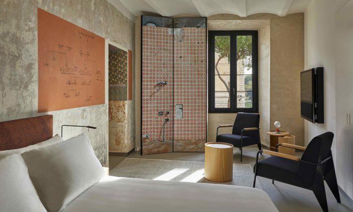 Jean Nouvel proměnil starý palác vŘímě na24 pokojů sesurovým vzhledem