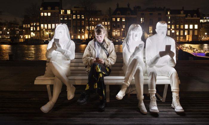 Amsterdam rozsvítil Light Festival s29 světelnými instalacemi nad vodními kanály