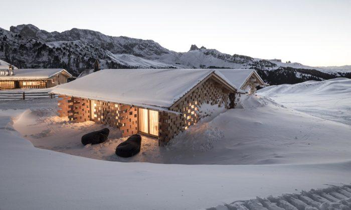 V Jižním Tyrolsku postavili malebný hotel Zallinger zdřevěných kvádrů