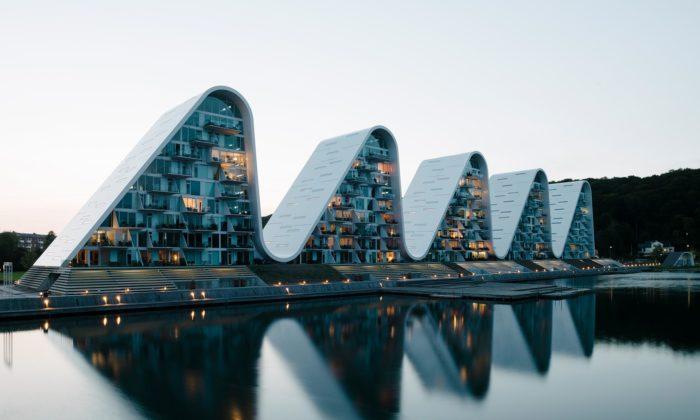 V dánském městě Vejle dokončili bytový dům The Wave stvarem pěti vln