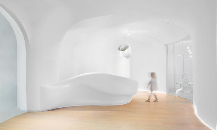 V Dubaji otevřeli mateřskou školu budoucnosti sinteriérem inspirovaným mrakem