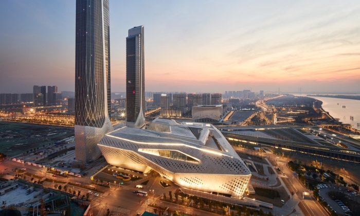 Zaha Hadid Architects dokončili včínském Nankingu kulturní centrum pro mládež