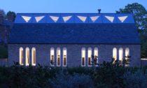 Kostel přestavěný na bydlení v Londýně od ateliéru Craftworks
