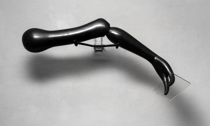 Woffenden aStanický vystavují vPraze experimentální sochy hrající si sprostorem