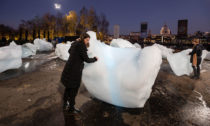 Olafur Eliasson avýstava Ice Watch vLondýně
