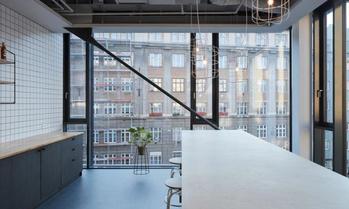 V bývalém brněnském parkovacím domě si vývojáři zFuntasty vytvořili surové kanceláře