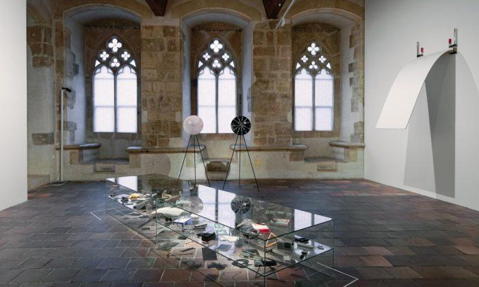 Praha vypráví rozsáhlou výstavou příběh slovenského konceptuálního umění