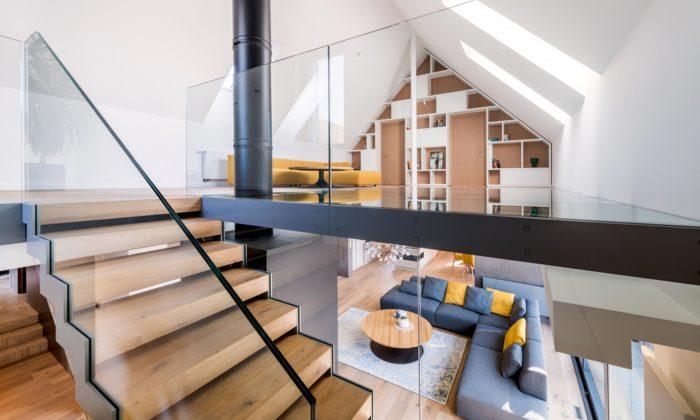 Rodinný dům naMalé Skále má prosklený strop nad obývacím pokojem