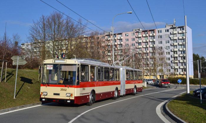 Brno renovovalo retro kloubový trolejbus Škoda 15 Tr