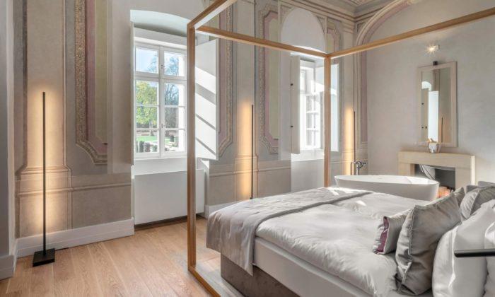 Zámek vDolních Břežanech má pocitlivé rekonstrukci stylový Hotel Clara Futura