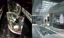 Eva Jiřičná, Galerie šperků ve Victoria & Albert Museum, Londýn, 2008. Foto: Katsuhisa Kida a Eva Jiřičná, Joseph Shop na Sloane Street, Londýn, 1989. Foto: Richard Bryant