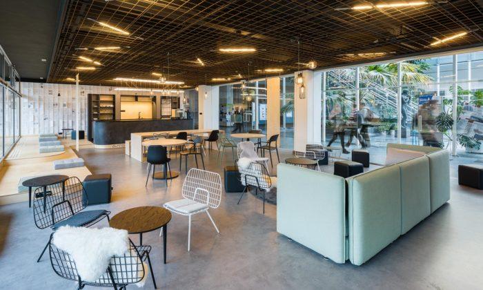 ZOAA vytvořili industriálně laděnou kavárnu sčítárnou naČVUT vPraze