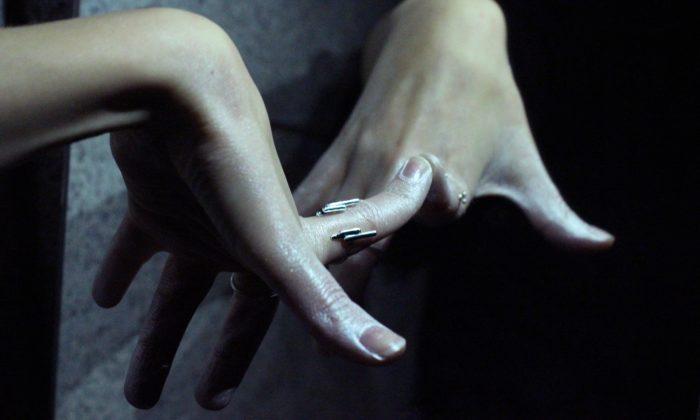 Antonie Lechér přichází sminimalistickou kolekcí stříbrných šperků Space
