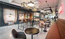 Interiér brněnské kavárny Rebelbean