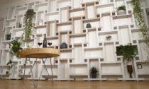 Modoo a jejich stěny z papírových krabic