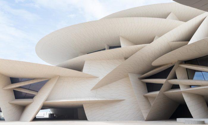 Jean Nouvel po16 letech dokončil Národní muzeum vKataru stvarem pouštní růže