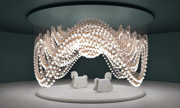 Preciosa představuje vMiláně nová svítidla ainstalaci kolotoče z8000 koulí