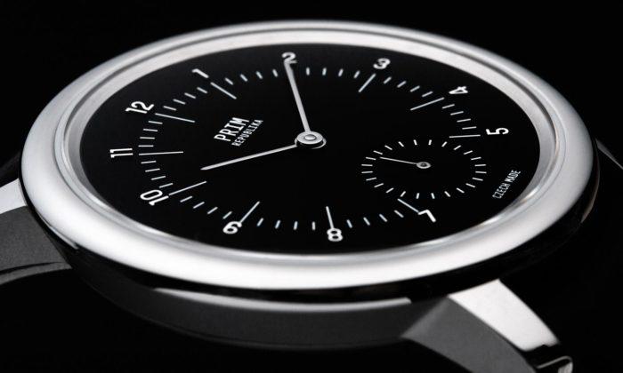 Olgoj Chorchoj aMarvil navrhli minimalistické hodinky Prim Republika