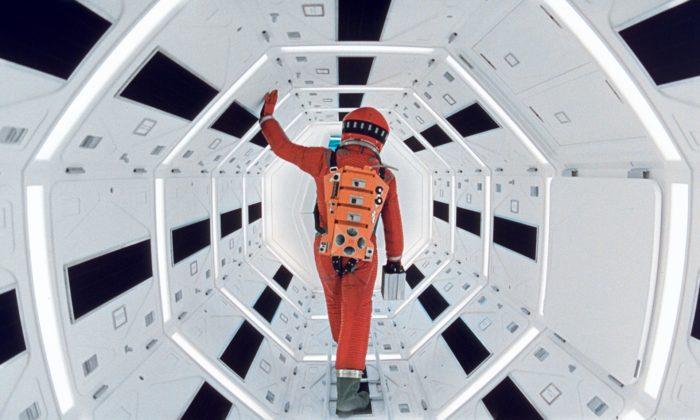 Londýn otevřel velkou výstavu Stanley Kubrick svíce jak 700 exponáty