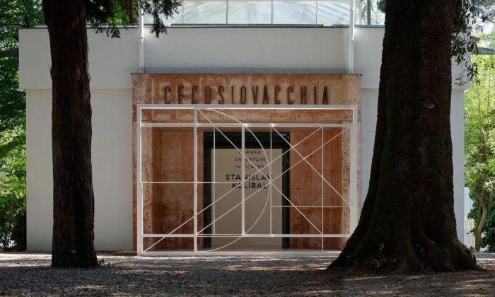 Začalo bienále umění vBenátkách sčeskou účastí zastoupenou Stanislavem Kolíbalem