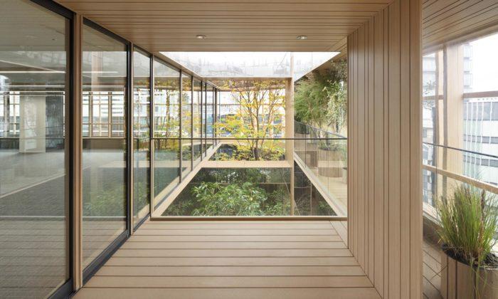 V Tokiu postavili kancelářskou budovu sezahradami našesti podlažích